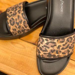 Donald Pliner Size 7.5 Sandals